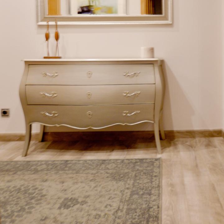Alfombra vintage plata en recibidor leal interiorismo y - Alfombras recibidor ...