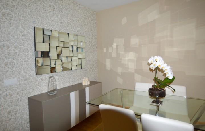 Papel pintado en zona de comedor - Leal Interiorismo y Diseño