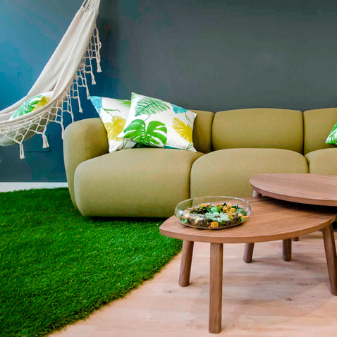 salon-con-sofa-verde