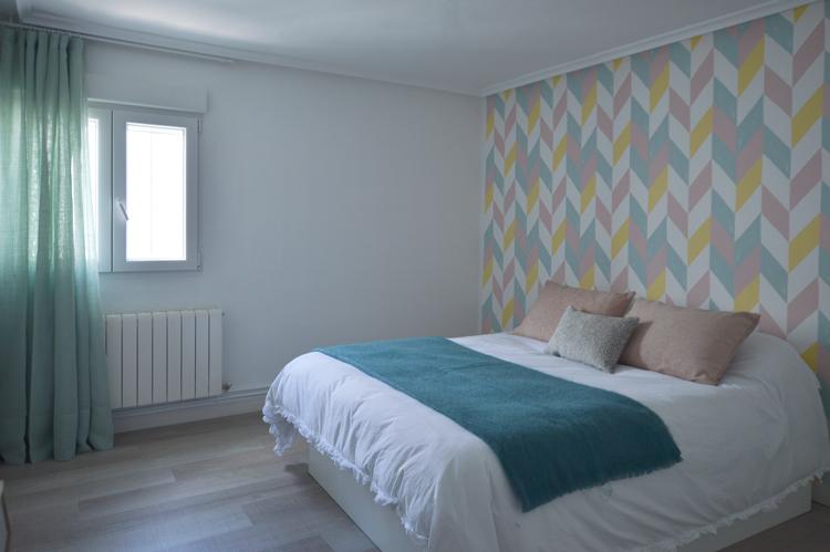 Papel pintado geometrico en dormitorio principal en burgos - Papel pintado dormitorio principal ...